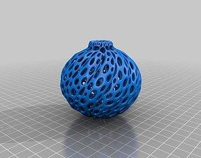3D printable model Twist Ornament - Voronoi Style