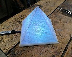 3D print model Pyramid litophane lamp